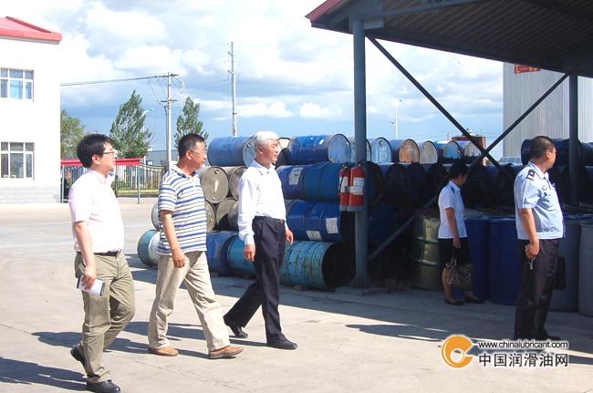 大庆高新区刘羽等领导到汇源润滑油视察指导工不锈钢户外变压器控制箱图片